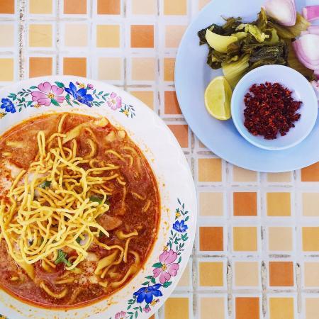 Chicken khao soi - Foto di Khao Soi Khun Yai, Chiang Mai - TripAdvisor