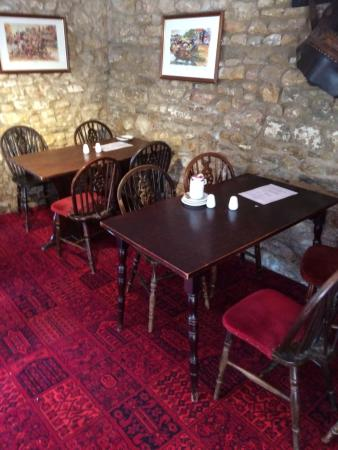 The Dolphin Hotel Wincanton: Nobody seems to care and there are no managers on duty during our entire stay.