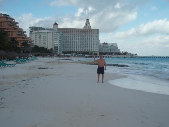 Grand Fiesta Americana Coral Beach Cancun: Пляж отеля великолепен.