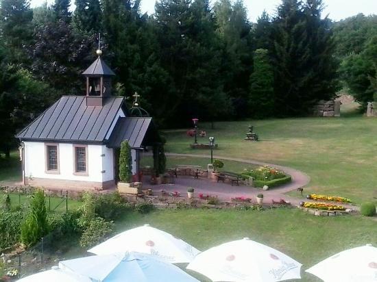 Best Western Hotel Brunnenhof : St Christoforus kapel in de tuin.