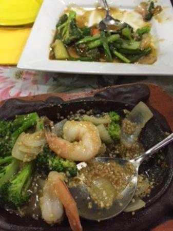 Ming Dynasty Chinese Restaurant: Garlic prawns and Chinese veggies for $70