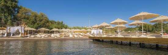 La Brezza Suite & Hotel: La Brezza Beach
