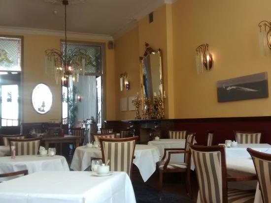 Hotel de Pauwenhof: The breakfast room