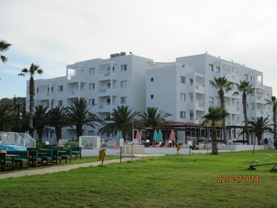 Astreas Beach Hotel Apartments: отель