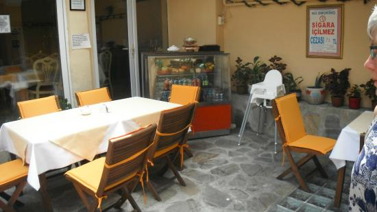 Diva's Hotel: Breakfast area