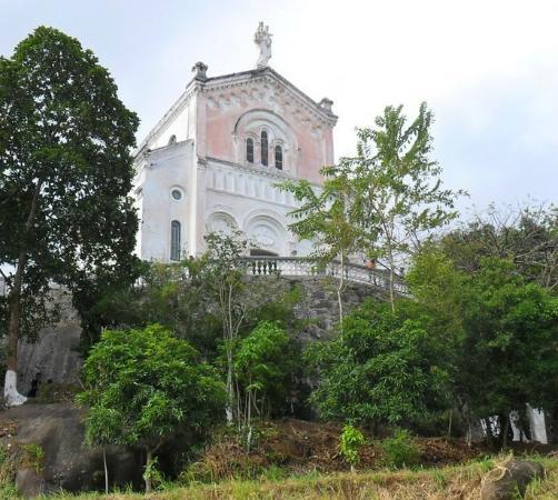Basilica Santuario de Nossa Senhora Auxiliadora/Gruta de Nossa Senhora de Lourdes
