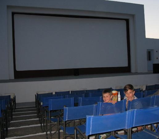 Cine Rex - Therinos: The kids loved the open air cinema.