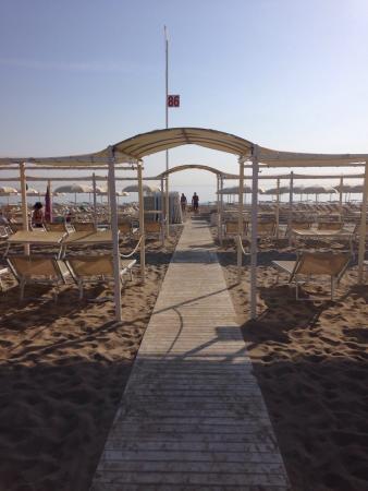 Spiaggia foto di spiaggia del sole 86 87 riccione - Bagno 53 riccione ...