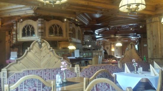 Tyrolis Hotel : The restaurant at breakfast