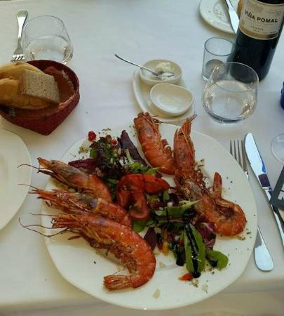 Hotel Son Sant Jordi: Prawns (top tip, the bottle of wine you see in the photo was one of the best I've ever had!)