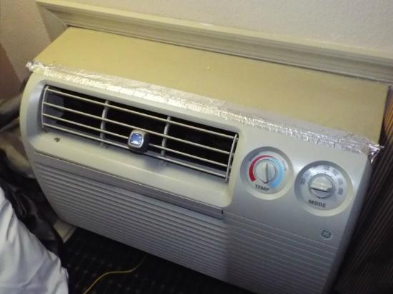 Travelodge Inn and Suites-Historic Area: A/C Unit in our room