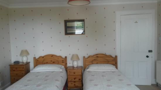 13 Palace Road: Twin beds in Room 2