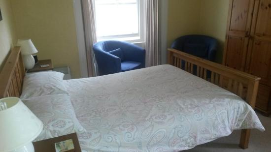 13 Palace Road: Double Room with seating area