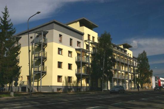 Liptov Apartments: Front view outside apartment block