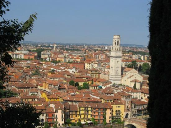 Veronaround - Tryverona: View of Verona from the hill