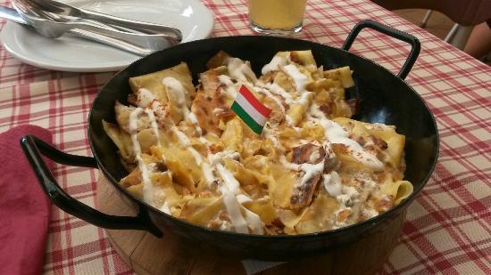 Balatonakali, Hungría: quark cheese noodle dish