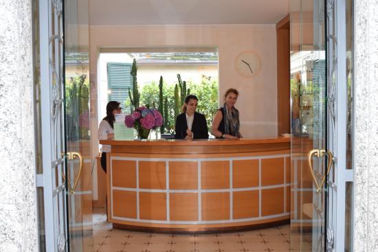 Hotel Du Lac: Front Desk Desk Of The Bellagio Hotel
