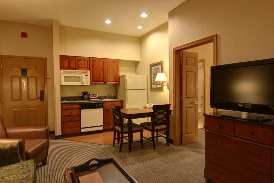 Homewood Suites by Hilton Baltimore-BWI Airport: Suite with Kitchen