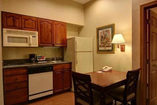 Homewood Suites by Hilton Baltimore-BWI Airport: Homewood suites BWI with ktichen area