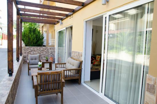 Hotel Filmar: Outdoor seating area