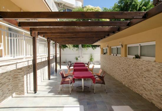 Hotel Filmar: Outdoor Breakfast area