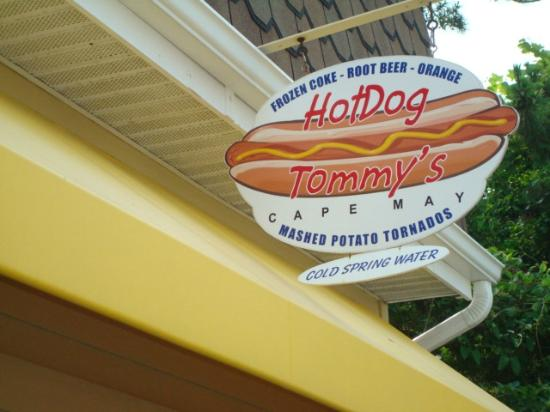 Hot Dog Tommy's: sign