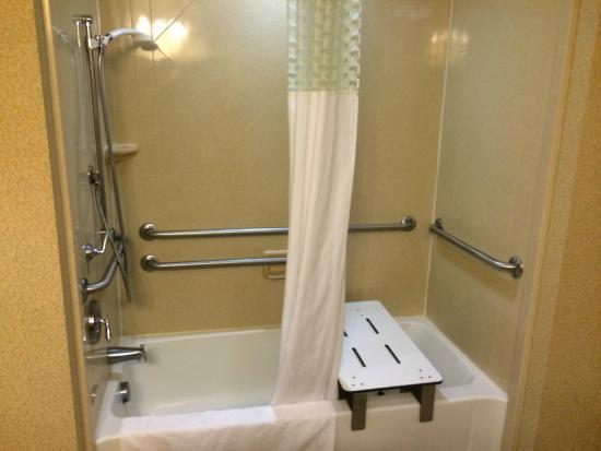 Hampton Inn Pikeville: Bathroom