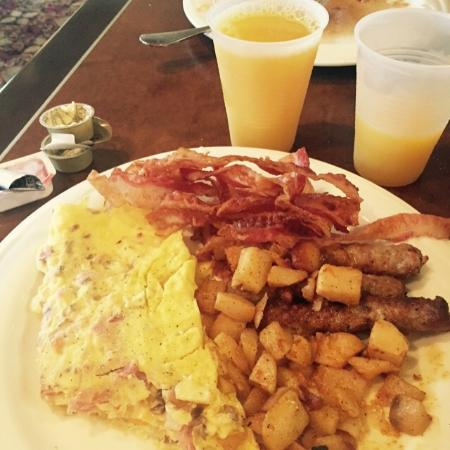 Embassy Suites by Hilton Philadelphia-Valley Forge: Free Breakfast
