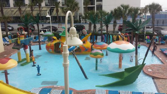 Sea Crest Oceanfront Resort: Kids Pool located in front of room 233