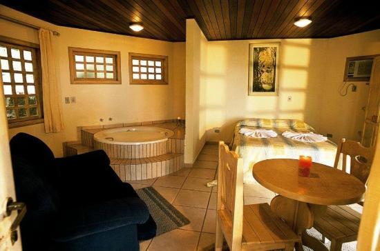 Vila da Gloria Inn : Chalé superior com cama de casal ou 2 de solteiro, com vista para o mar