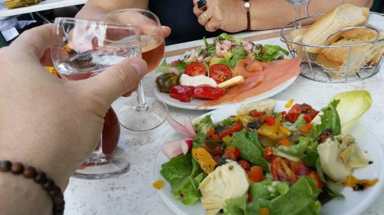 Reillanne, Γαλλία: de belles couleurs pour un beau & bon repas