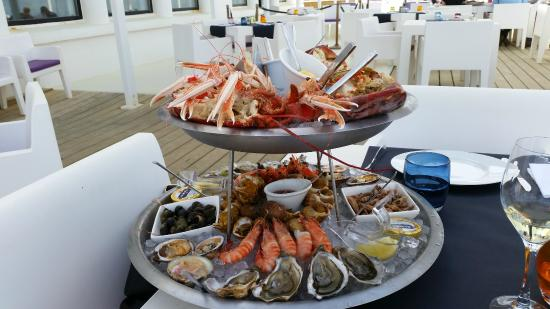 plateau de fruits de mer royal picture of le grand hotel de la plage biscarrosse tripadvisor. Black Bedroom Furniture Sets. Home Design Ideas