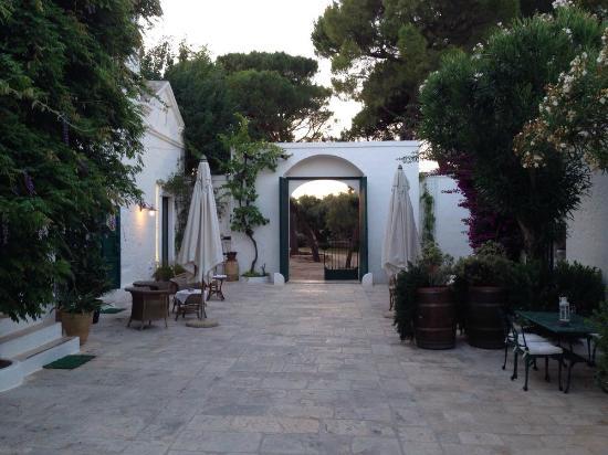 Masseria Il Frantoio: Courtyard