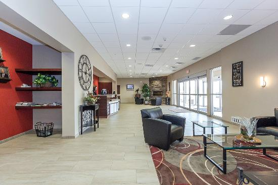 Ramada Columbus Hotel and Conference Center: Lobby