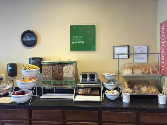 Comfort Suites Cedar Falls: Convenient and Clean set up