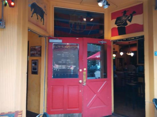 BARcelona Tapas Restaurant: Main entrance