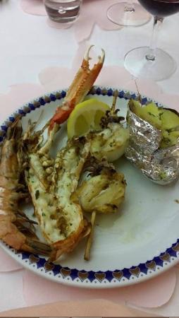 Hotel Excelsior: Grillade de poissons et crustacés [plat principal]