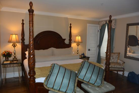 Inn BoonsBoro : Penthouse bedroom
