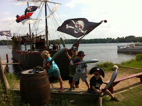 Pirates Hideaway : Dress up and get into the fun.