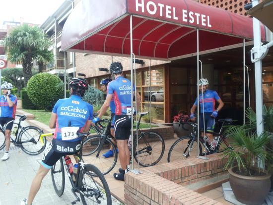 Entrada Hotel Estel