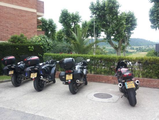 Hotel Estel: Parking motos y coches