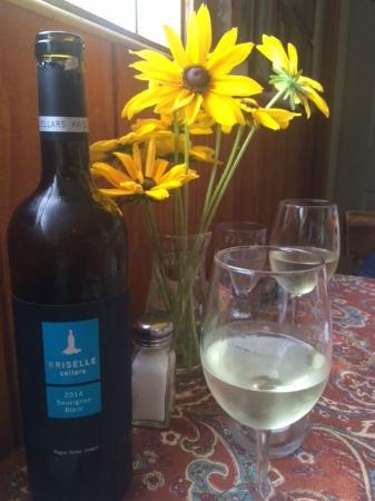Arbor House International Restaurant: Kriselle & Table Flowers
