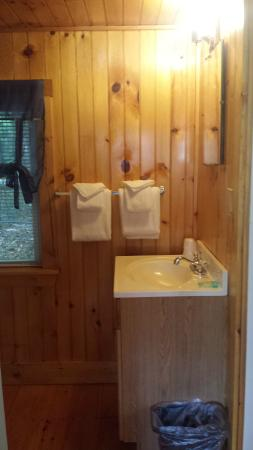 Indian Head Resort Cottage Bathroom