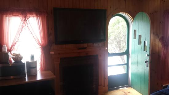 Indian Head Resort Cottage With TV And FP