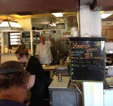 Pleasant Hill, Oregón: The cook at Sunrise cafe.