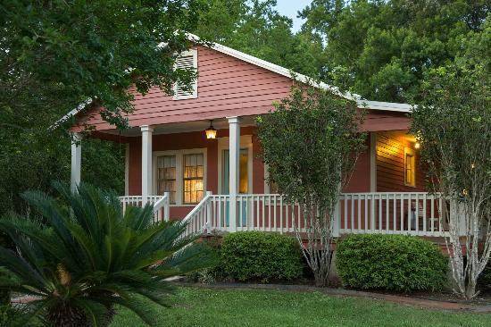 Rayne, LA: Romantic Cottage
