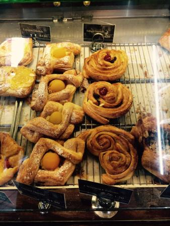 De La France Provincial Bakery: Fresh pastries