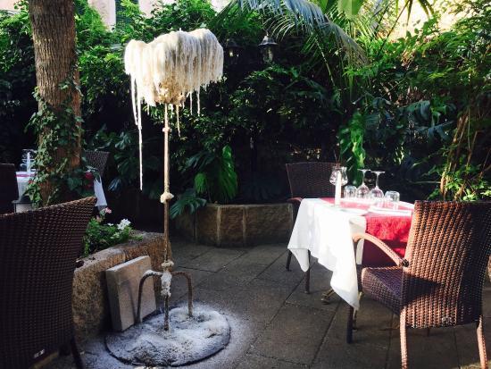 La Vila Restaurant: Hyggelig gårdhave og rigtig god mad