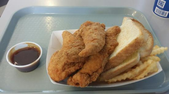 Cougar Country Drive-In: Chicken Basket