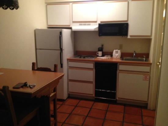 The Santa Fe Suites : Kitchen area